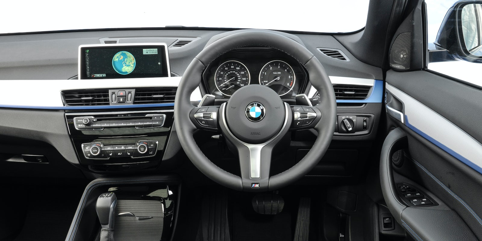 Bmw x1 interior and infotainment carwow for Interieur x1
