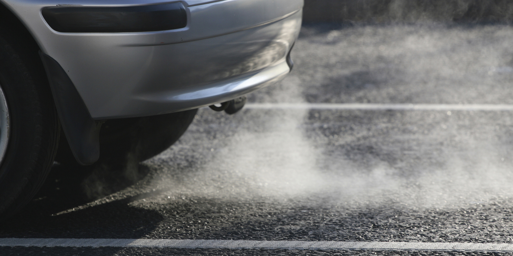 Blue or white smoke from my car exhaust – what does it mean