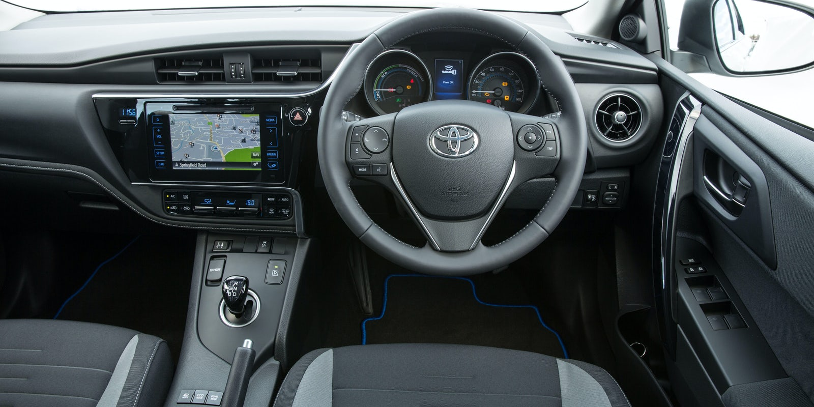 Toyota Auris Interior & Infotainment | carwow