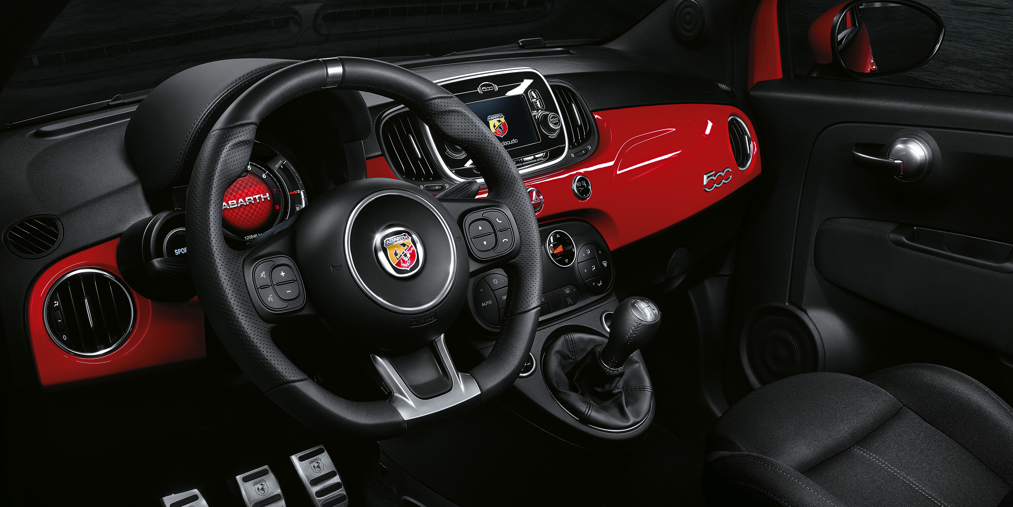 Abarth 595 Interior & Infotainment | carwow