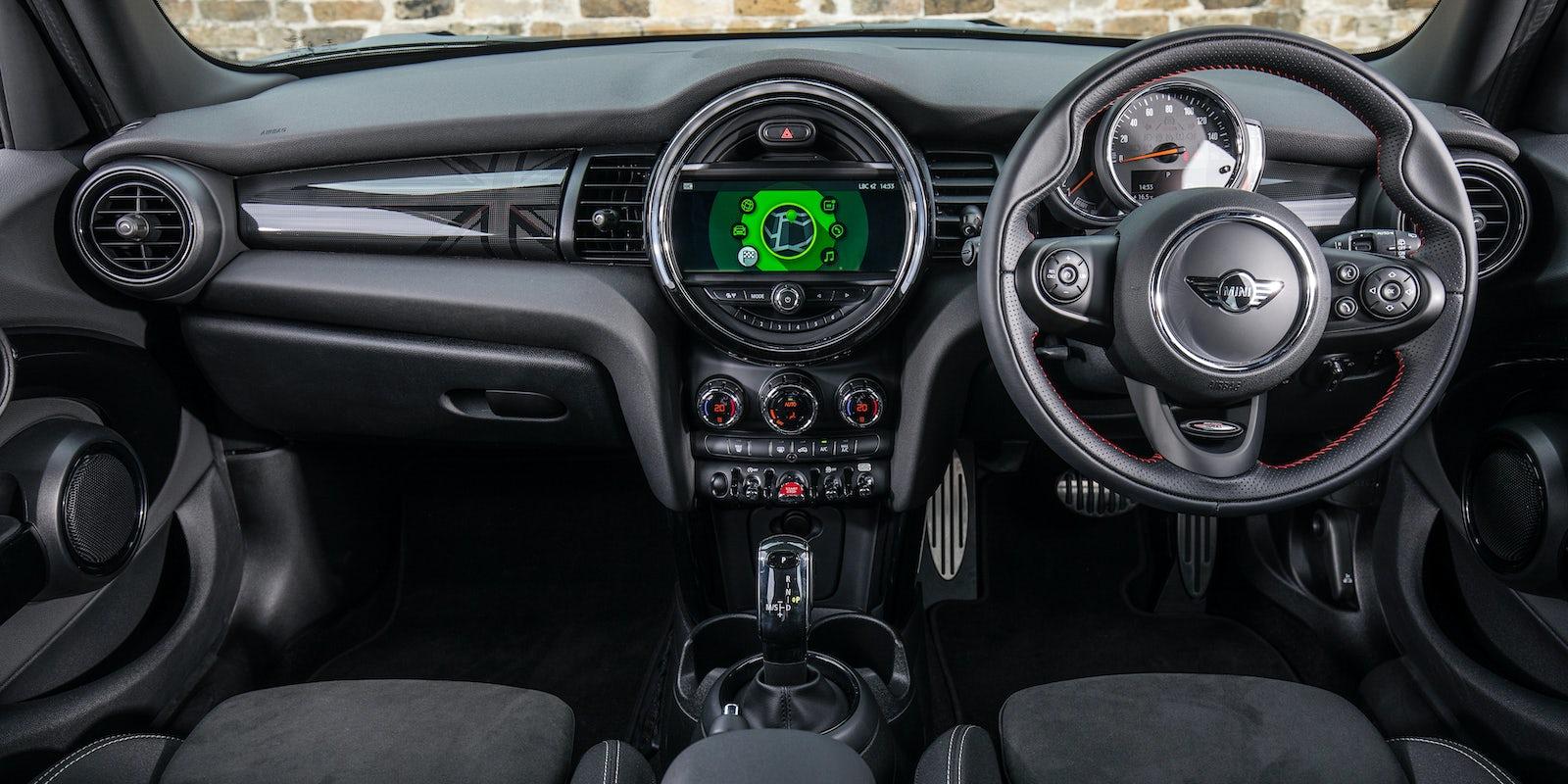 Mini 3 Door Hatch New Interior Amp Infotainment Carwow