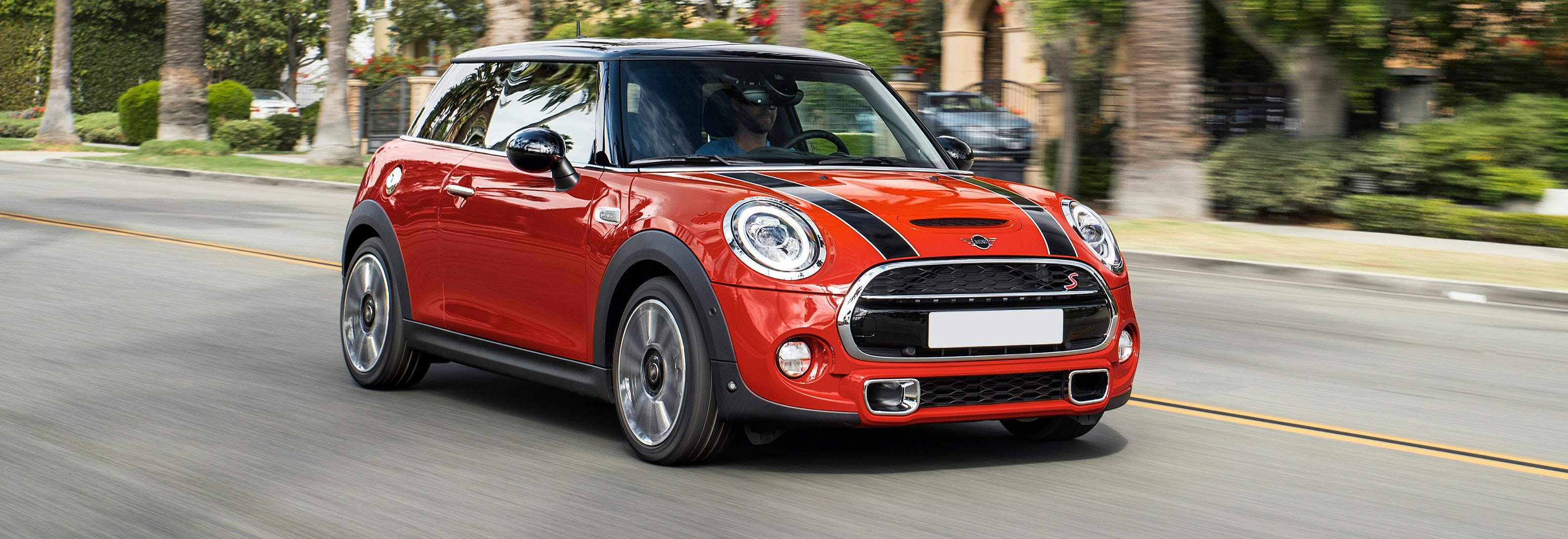 2018 mini cooper s red driving front
