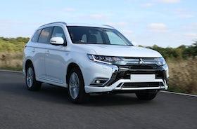 New Mitsubishi Outlander PHEV Review | carwow