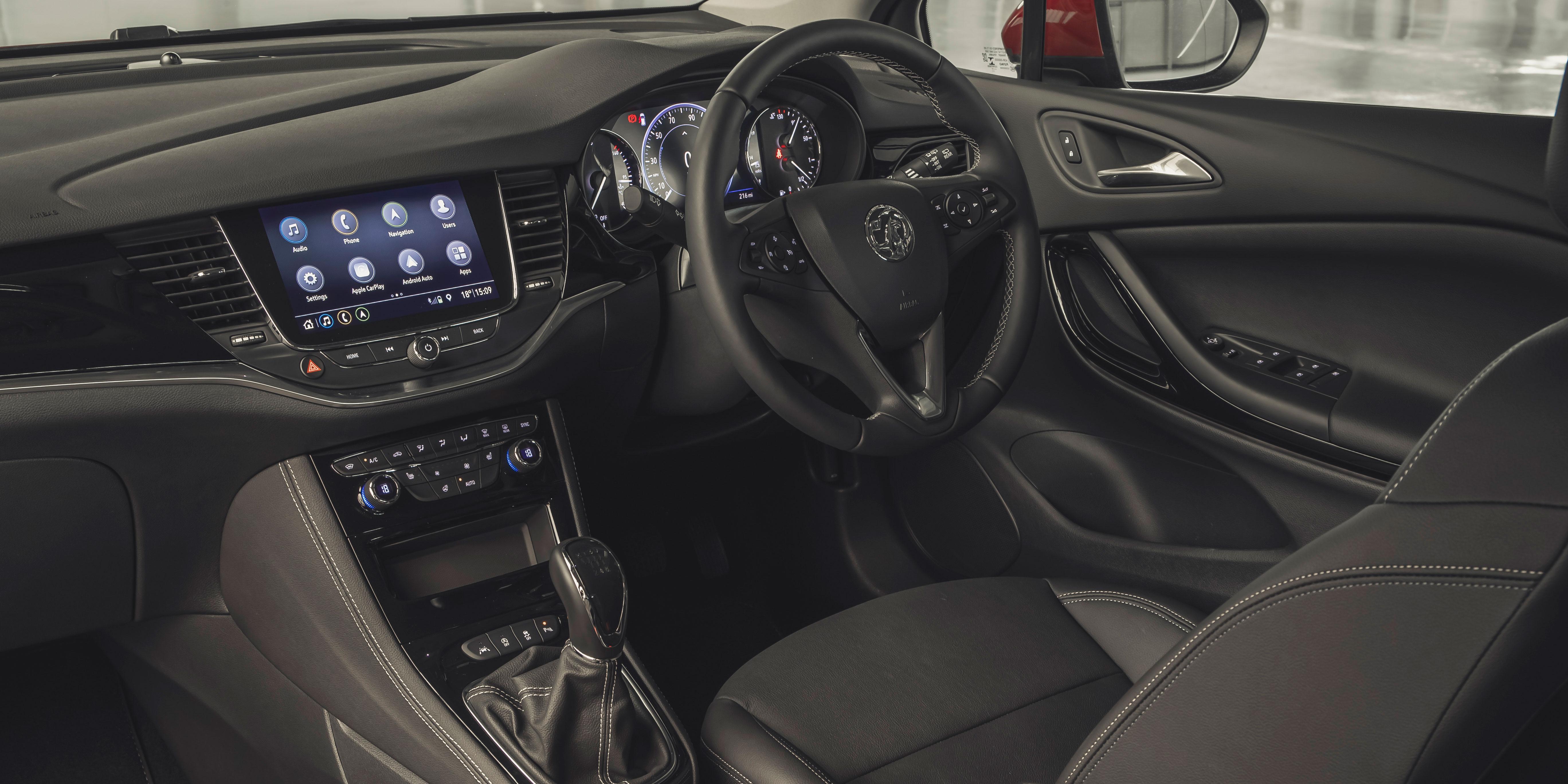 Vauxhall Astra Interior & Infotainment | carwow