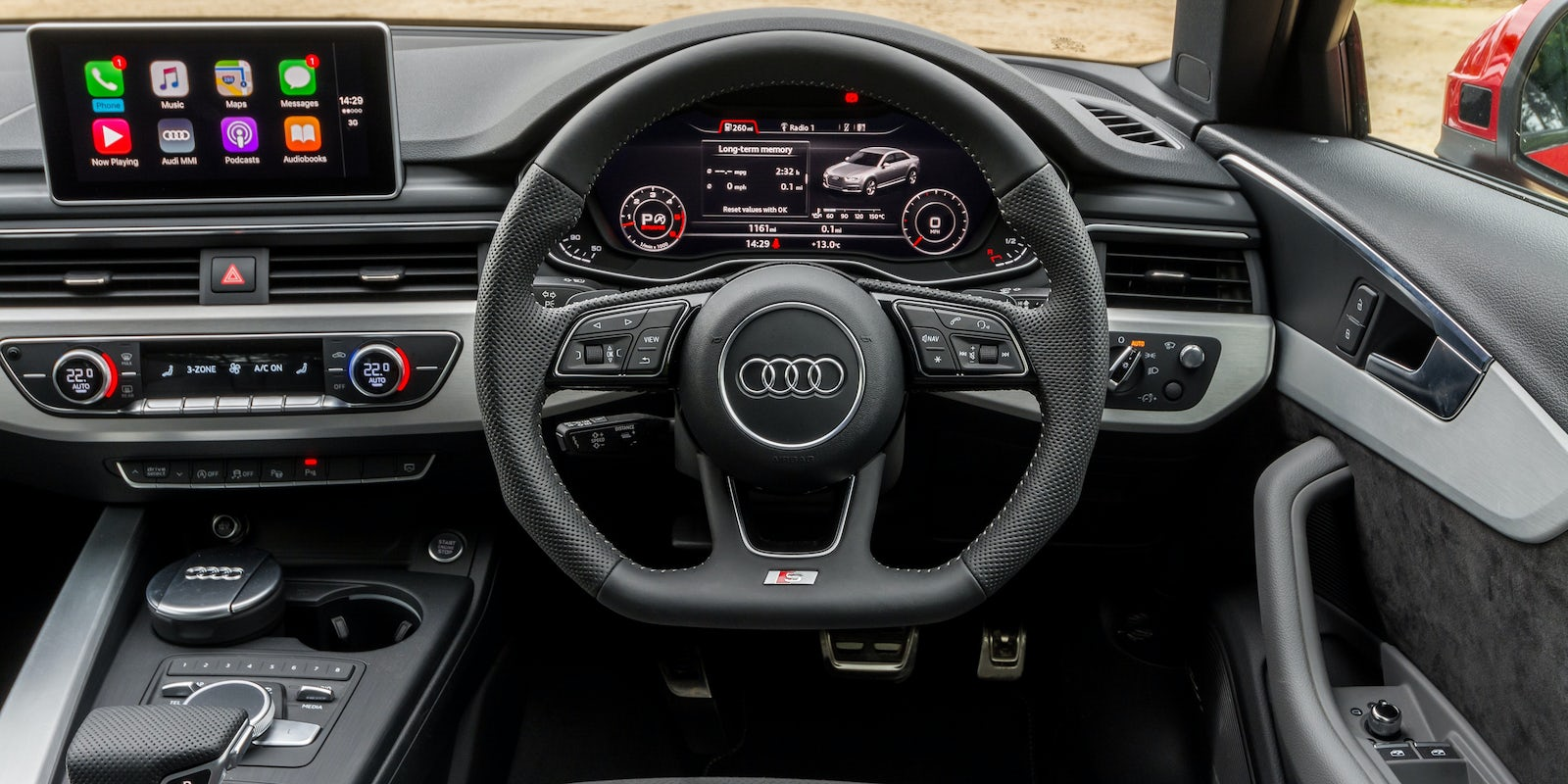Audi a4 interieur 28 images car and driver audi a4 for Interieur audi a4 avant