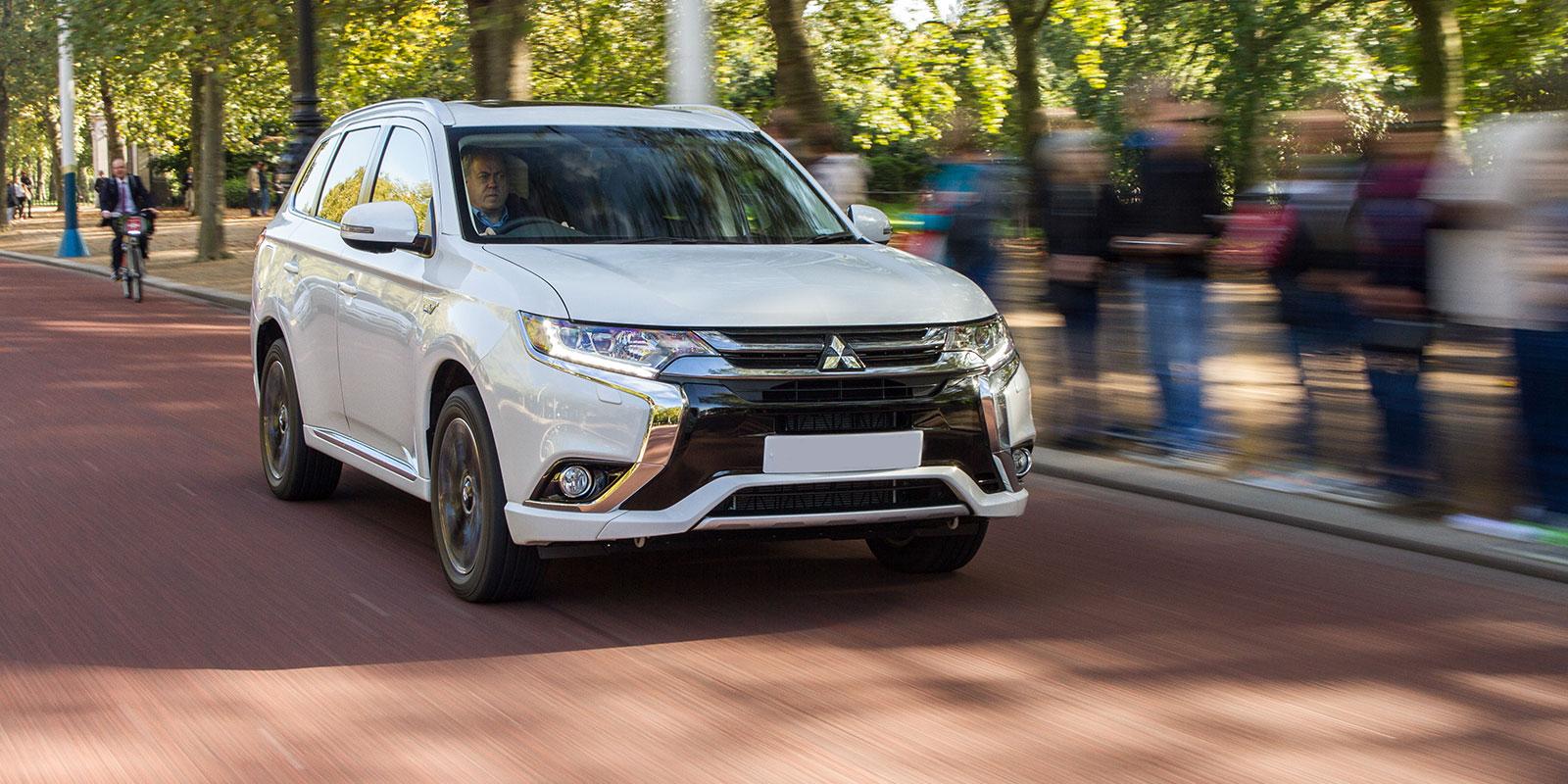 Mitsubishi Outlander & PHEV sizes & dimensions   carwow