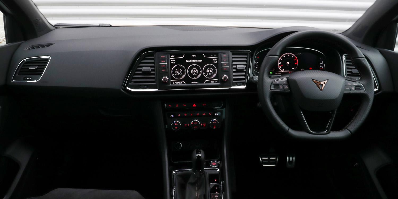 seat cupra ateca interior infotainment carwow. Black Bedroom Furniture Sets. Home Design Ideas