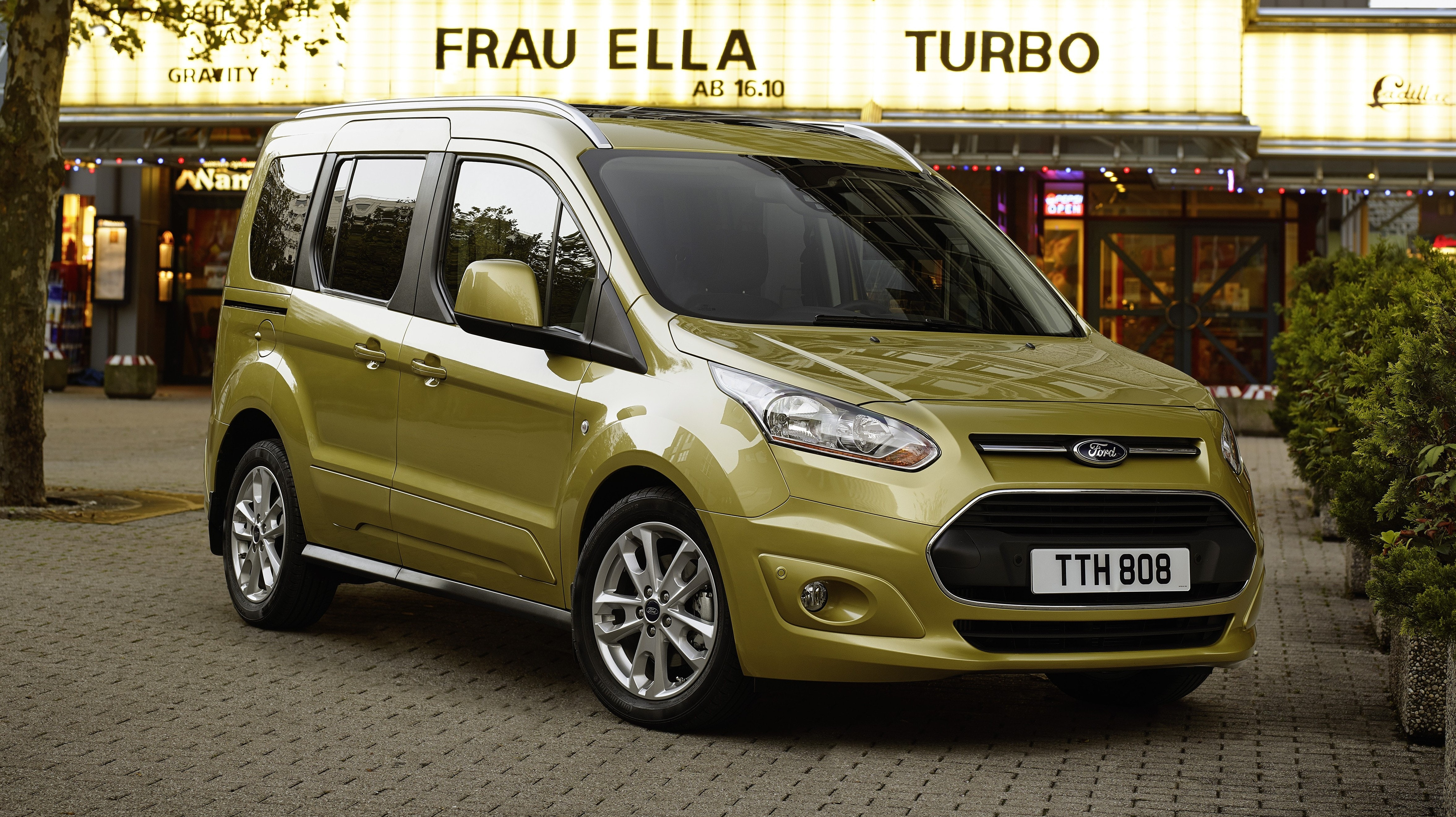 Ford Tourneo Connect Review | carwow