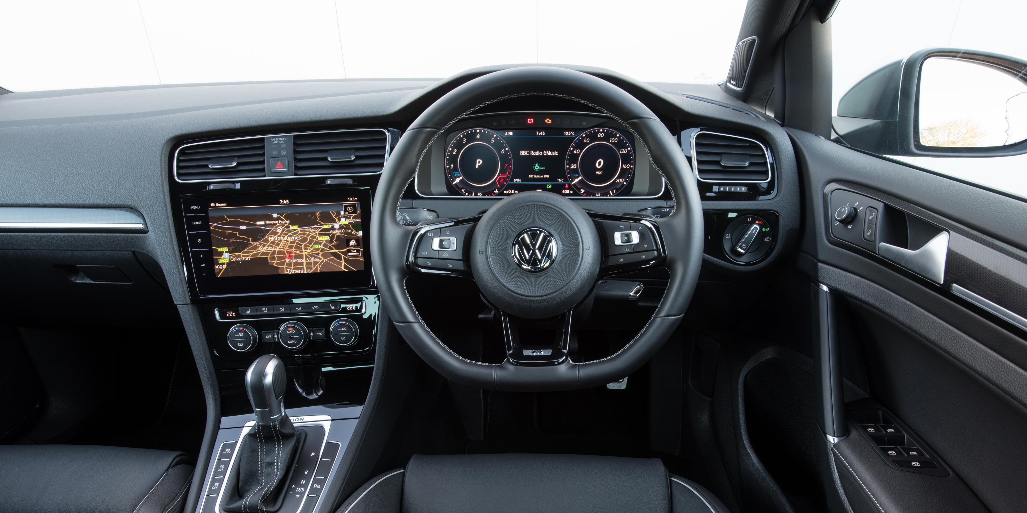Volkswagen Golf R Interior & Infotainment   carwow
