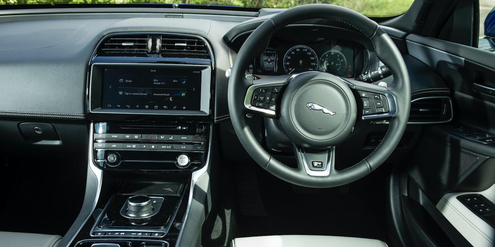 Used Range Rover Sport >> Jaguar XE Interior & Infotainment | carwow