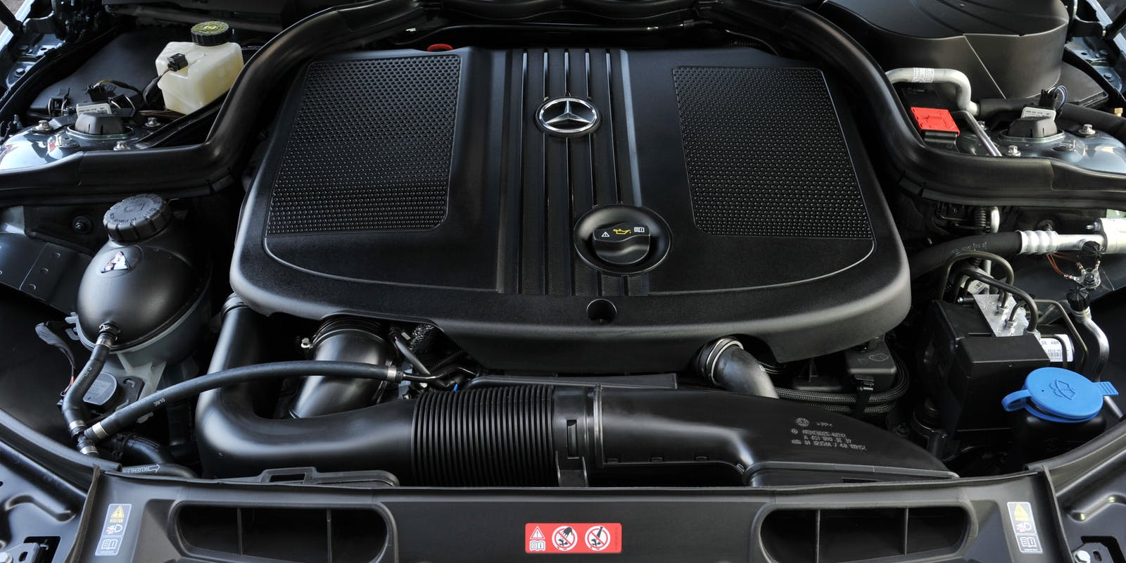 Mercedes c class review carwow for Mercedes benz c300 engine