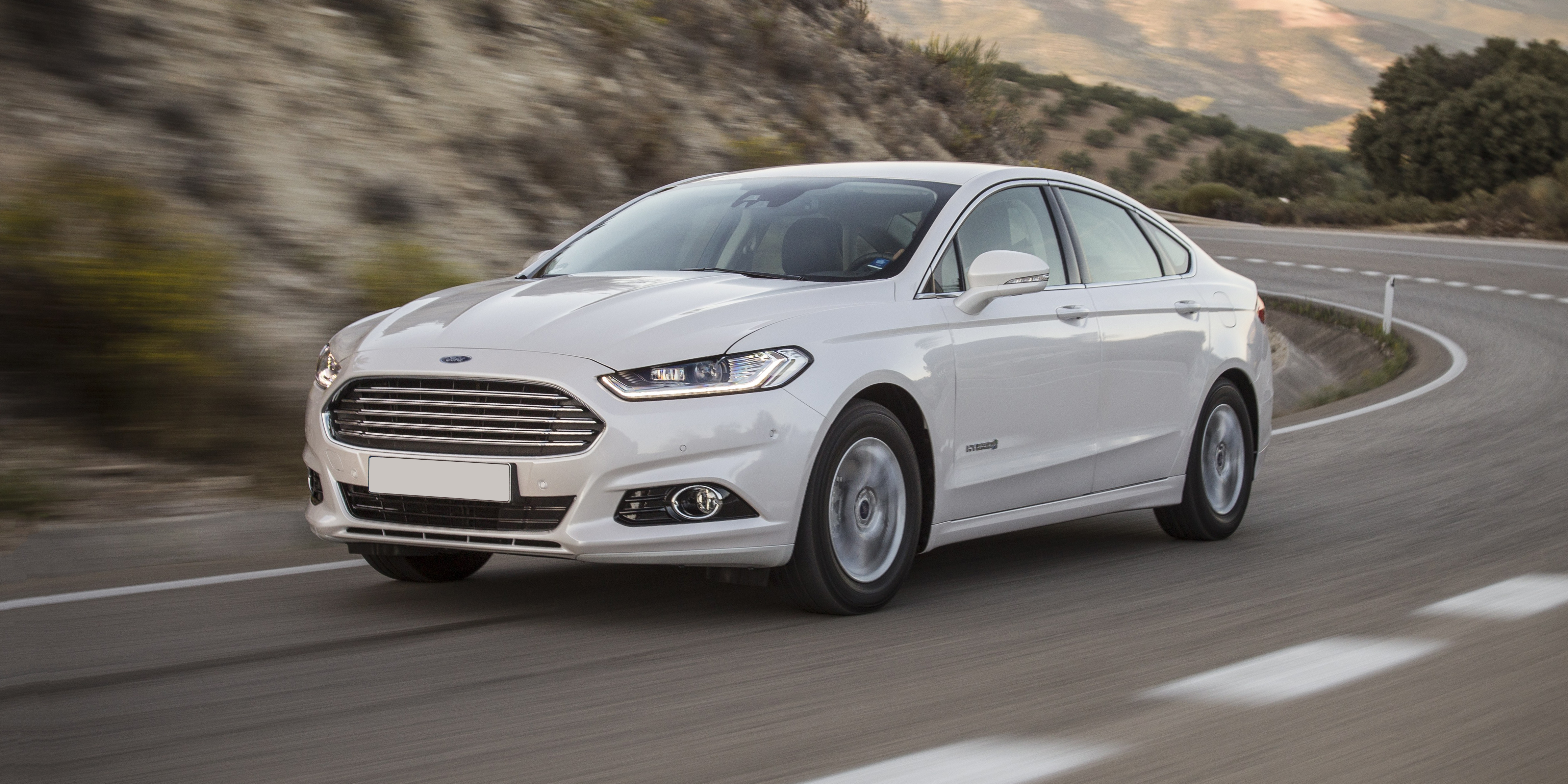 new ford mondeo hybrid review carwow. Black Bedroom Furniture Sets. Home Design Ideas