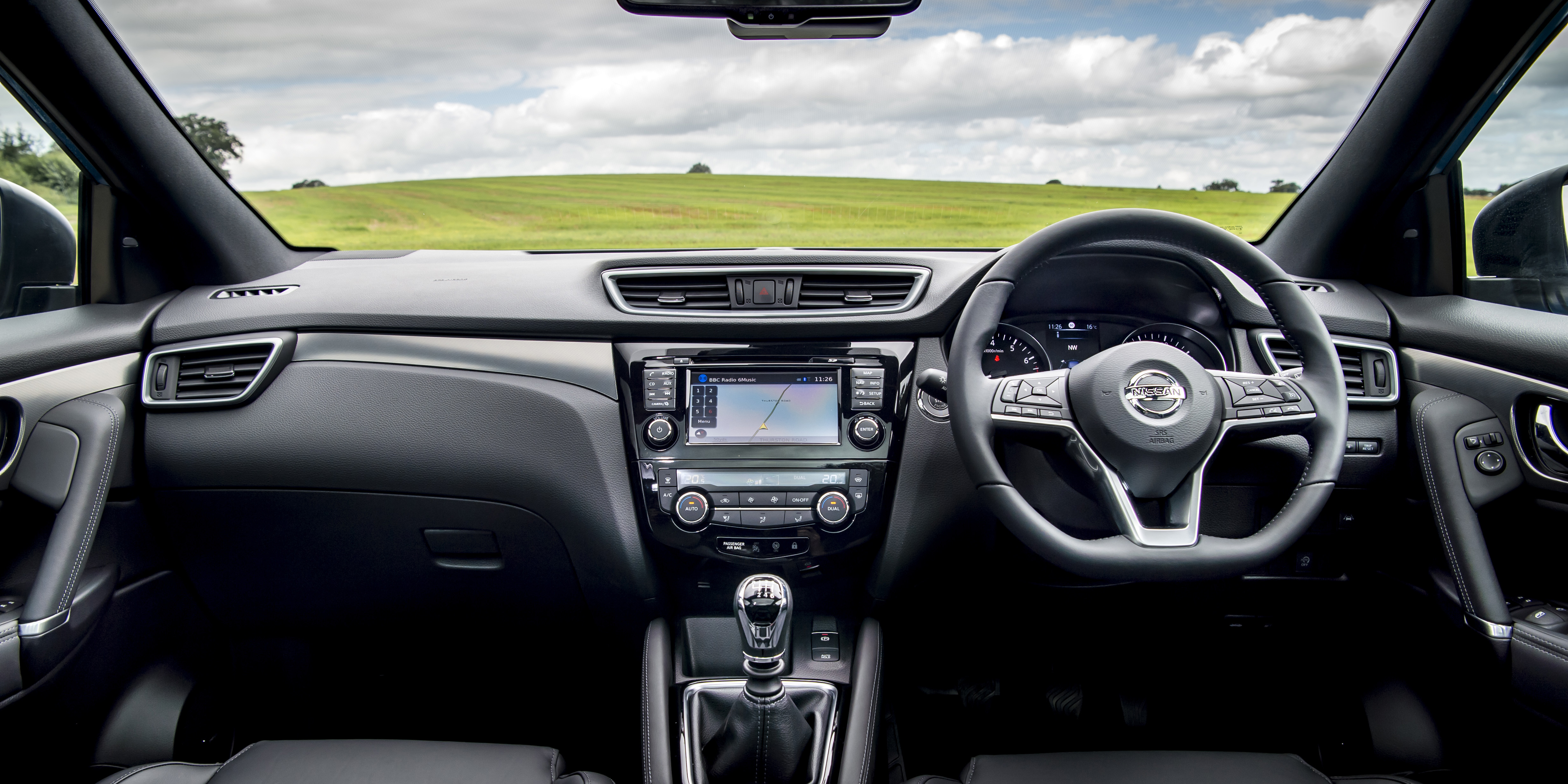 Nissan Qashqai Interior & Infotainment | carwow