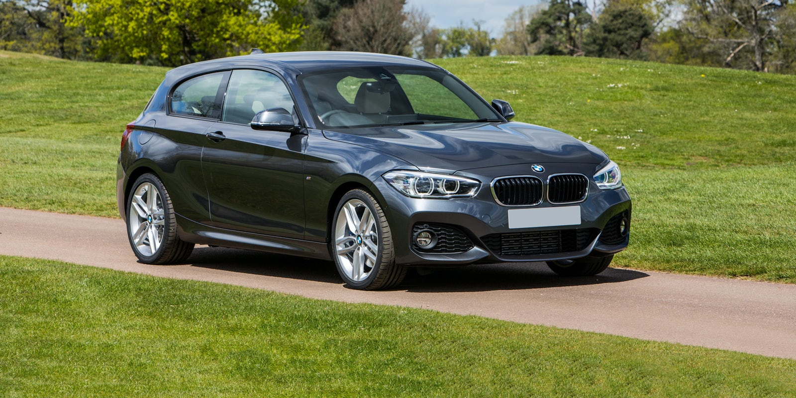 bmw 1 series practicality and boot space carwow. Black Bedroom Furniture Sets. Home Design Ideas