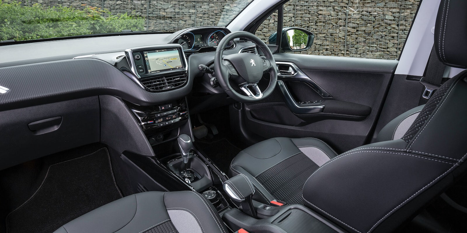 Peugeot 2008 Interior & Infotainment | carwow