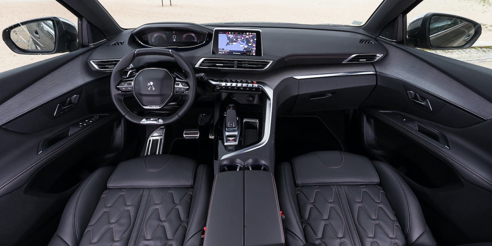 Peugeot 5008 2017 review carwow for Interieur 5008