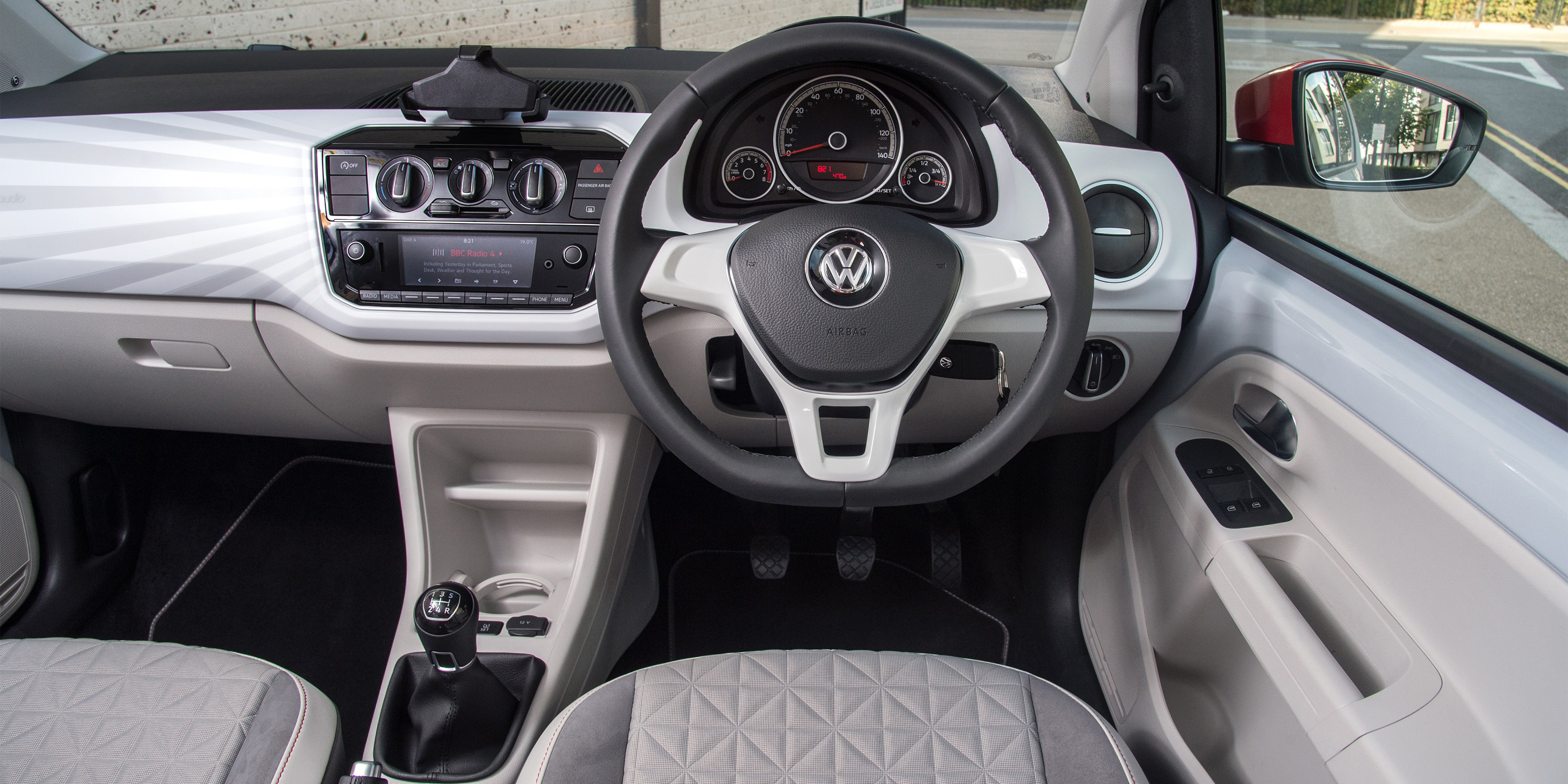 volkswagen up interior infotainment carwow. Black Bedroom Furniture Sets. Home Design Ideas