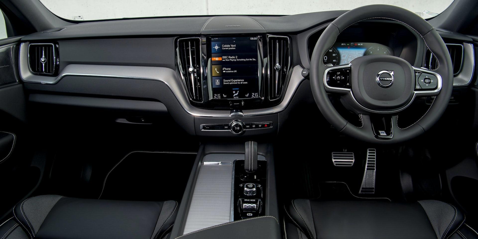 XC60-interior-dash-1.jpg?auto=format&cs=