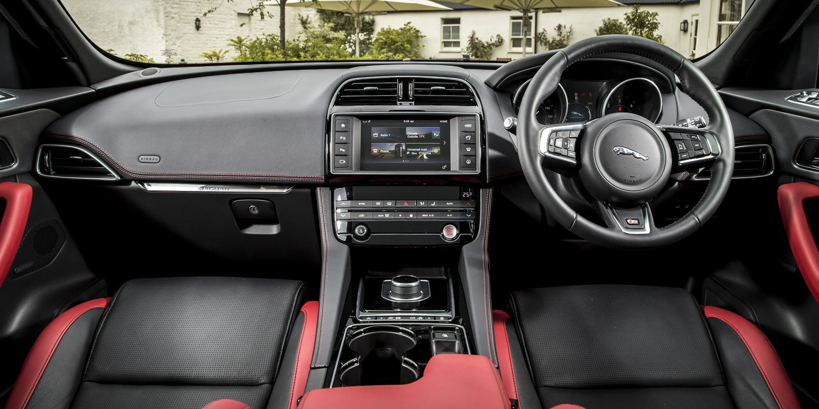 jaguar f pace interior practicality and infotainment carwow. Black Bedroom Furniture Sets. Home Design Ideas