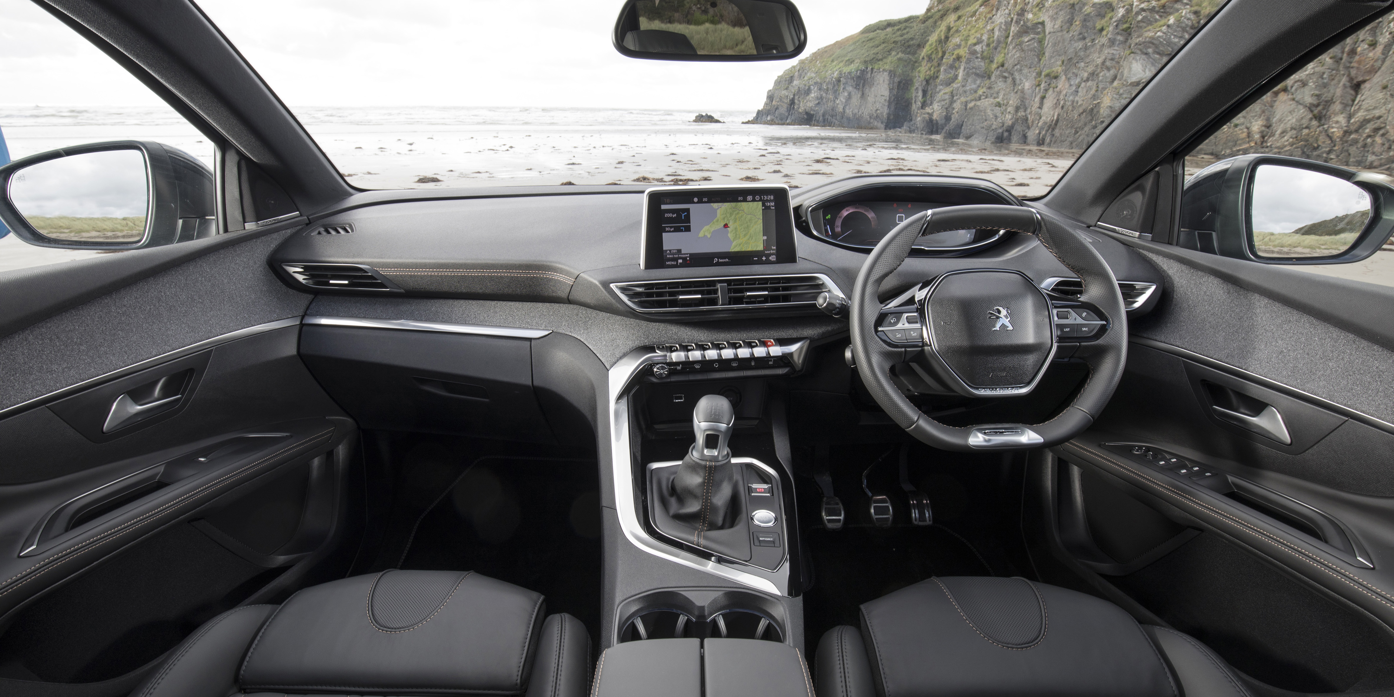 Peugeot 5008 Interior & Infotainment   carwow