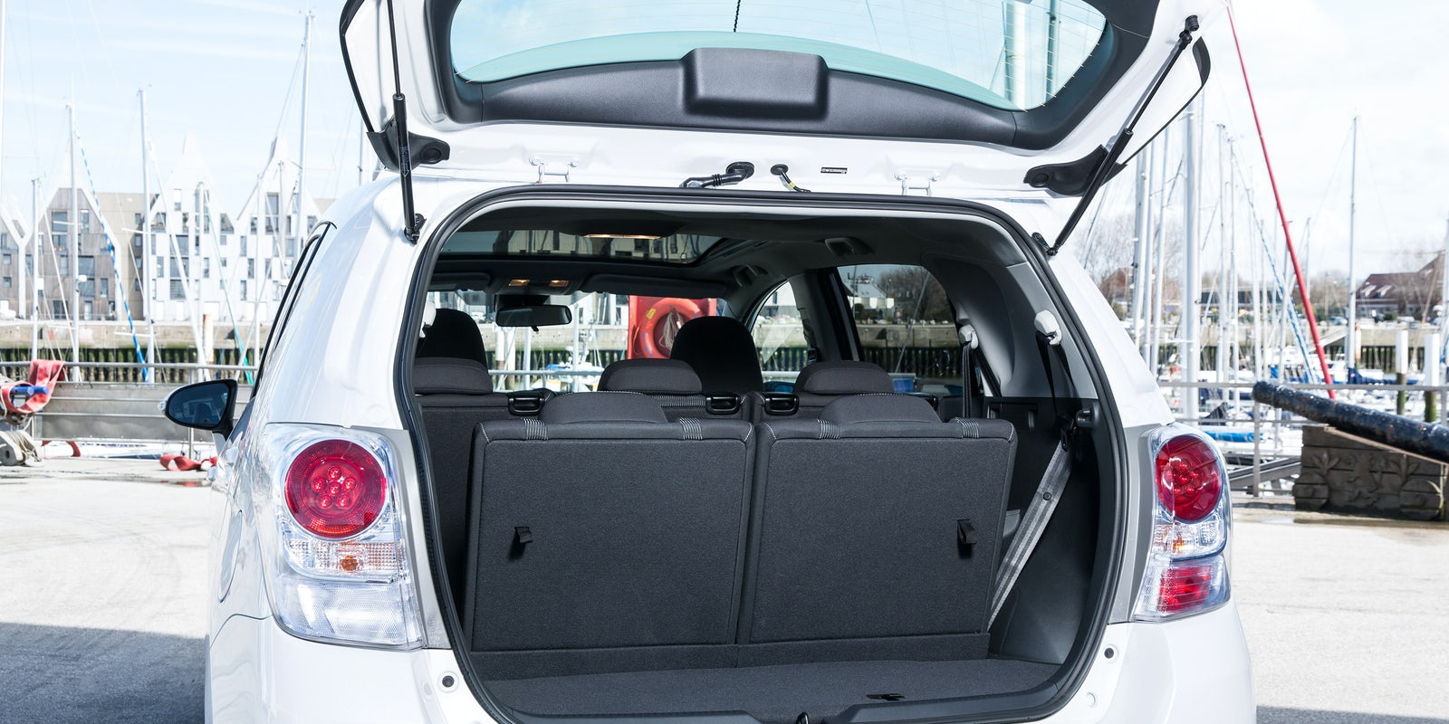 toyota verso review carwow. Black Bedroom Furniture Sets. Home Design Ideas