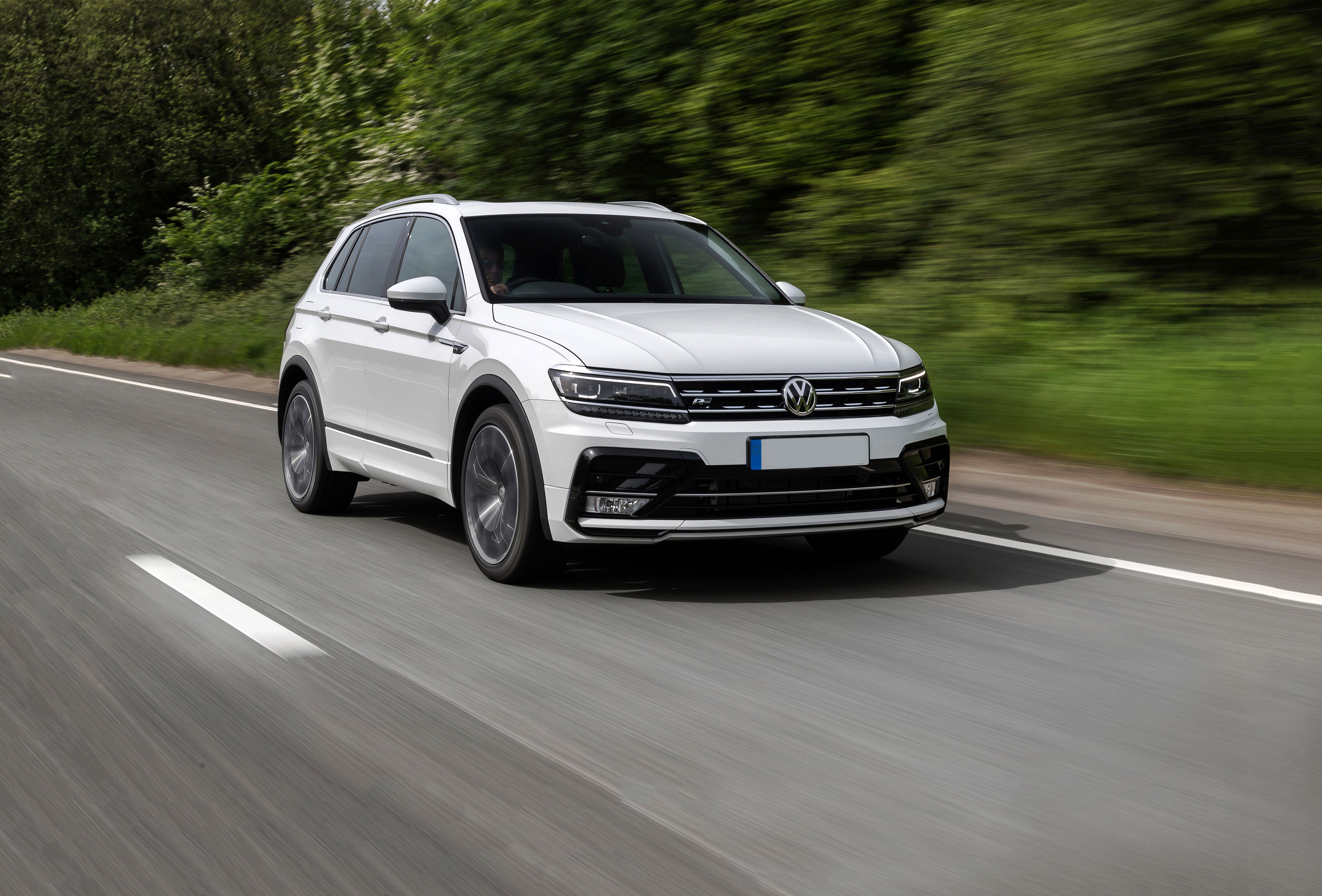 2018 VW Tiguan Allspace: Redesign, Trims, Price >> New Volkswagen Tiguan Review Carwow
